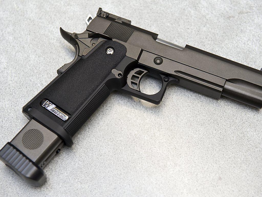amende pour une d monstration de pistolet billes en classe rfj votre radio r gionale. Black Bedroom Furniture Sets. Home Design Ideas