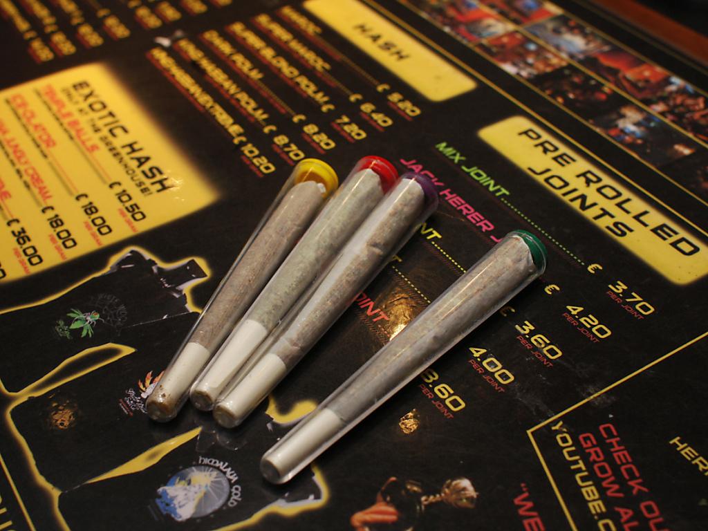 Сколько стоит марихуана в амстердаме семена конопли масленичные
